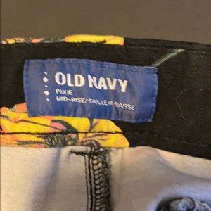 Old Navy Pants - Old Navy mid rise regular pixie